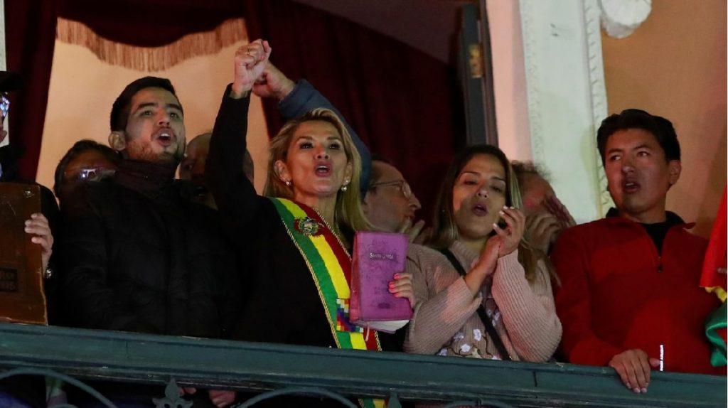Monde:  La sénatrice Jeanine Añez se proclame présidente par intérim
