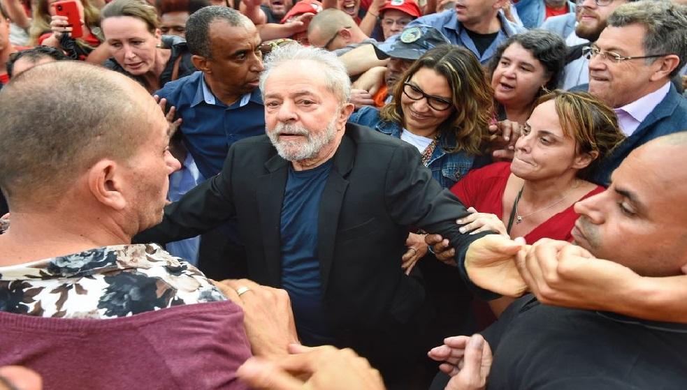 Monde: L'ex président Luiz Inacio Lula da Silva  libéré après un an et demi de prison