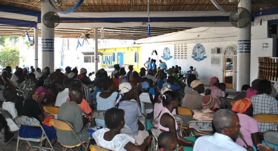 Haiti: Une fête de Noël de l'orchestre Tropicana pour des démunis