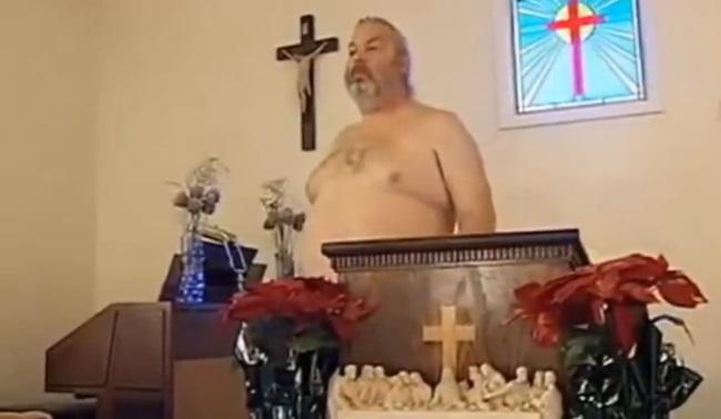 Monde: Le Pasteur américain Allen Parker permet à ses fidèles de venir  au culte nu
