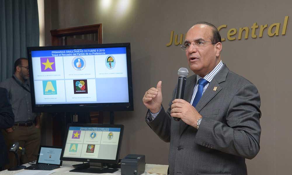 Monde: Le premier essai du vote électronique en République dominicaine reporté