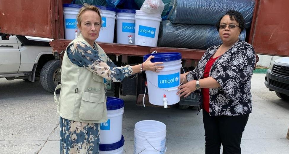 Haiti: Une photo de remise de 1000 seaux et 10 000 morceaux de savon qui fait jaser