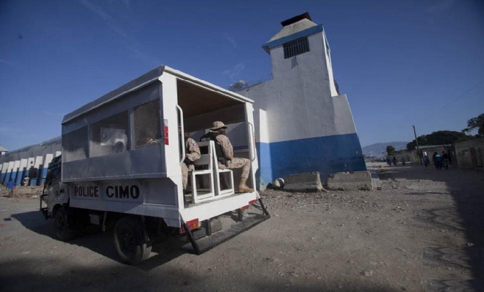 Haiti: Mise en disponibilité de Commissaires du Gouvernement sans solde pour la libération de détenus non admissible