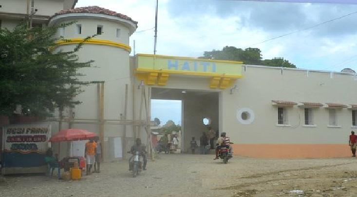 Haiti: Installation d'un hôpital temporaire et des tentes mobiles à la frontière