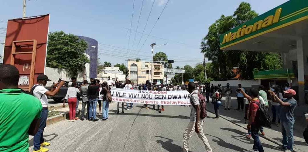 Haïti: Des policiers dispersent un sit-in contre l'insécurité devant le Ministère de la Justice