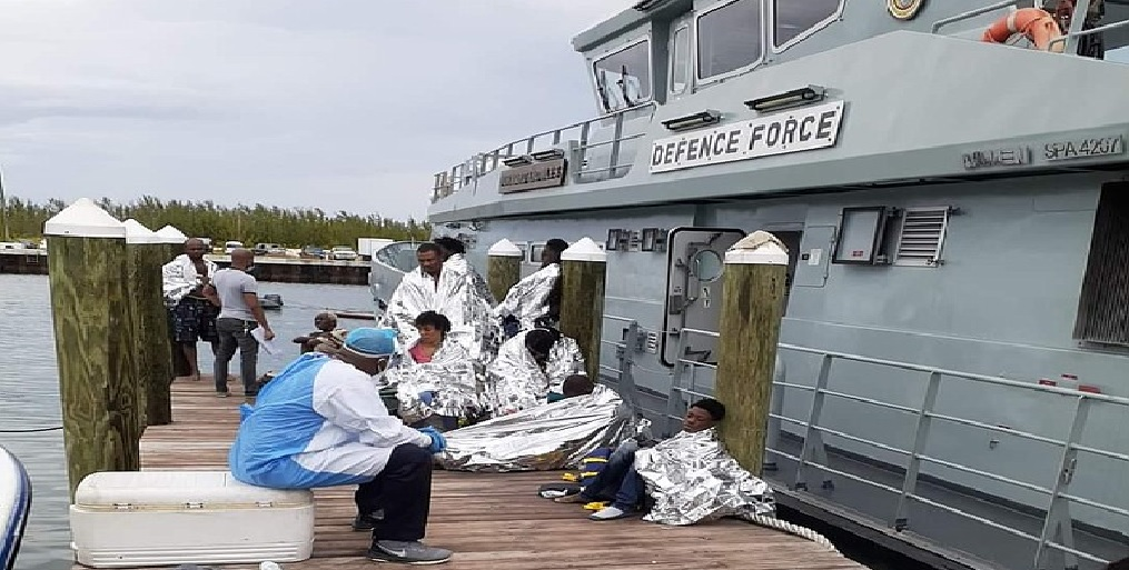 Monde: 12 rescapés et 15 disparus lors d'un naufrage dans l'archipel des Bahamas