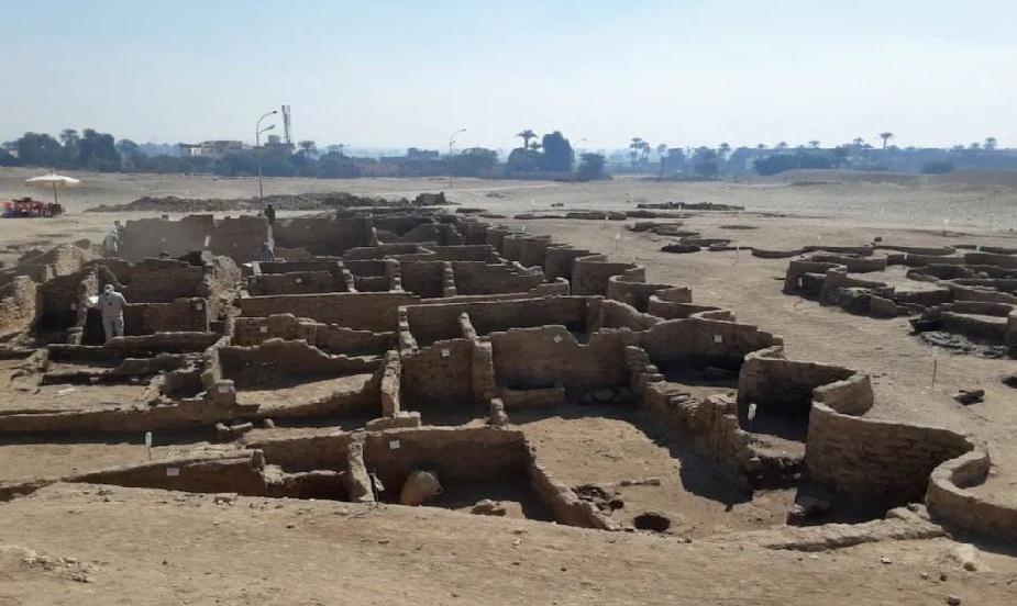 Monde: L'Égypte lève le voile sur une ville enfouie depuis 3000 ans