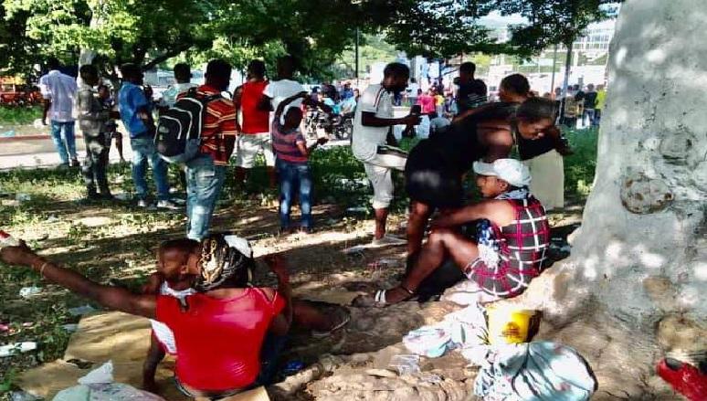 Haïti: Guerre de gangs, des familles abandonnent Martissant pour une place publique à Fontamara