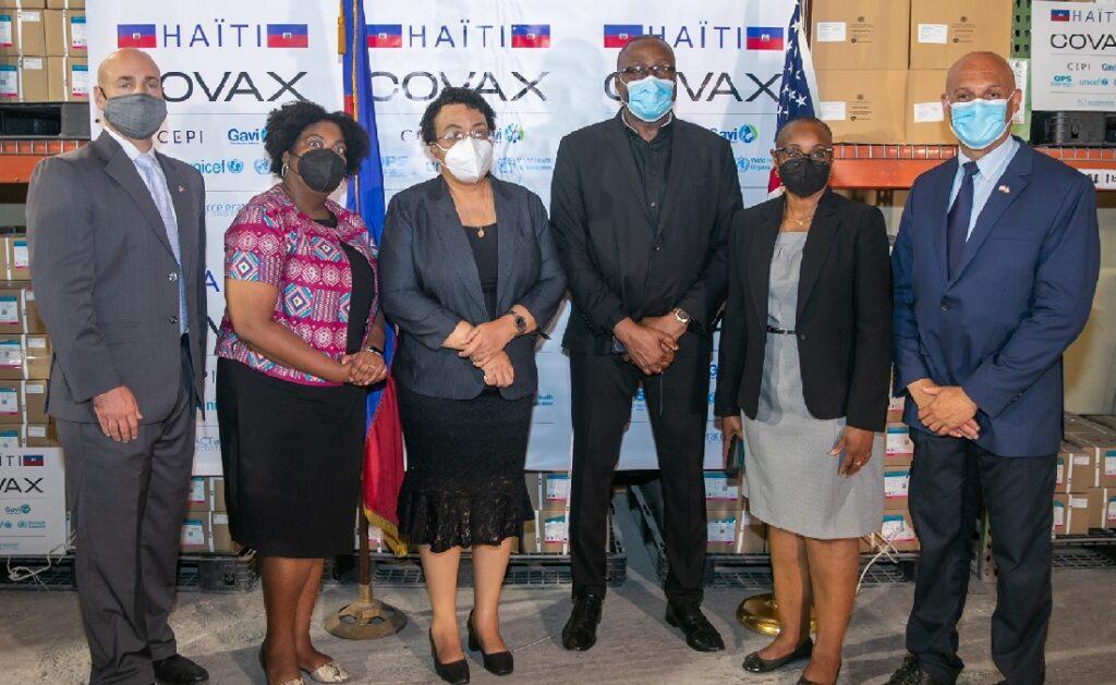 Haïti: Distribution des premières doses de vaccins contre la Covid-19 aux professionnels de santé et personnes âgées