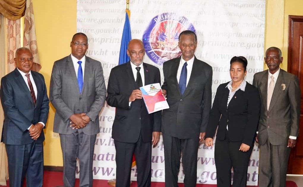 Haïti: Le Premier ministre Ariel Henry reçoit le projet de la nouvelle Constitution