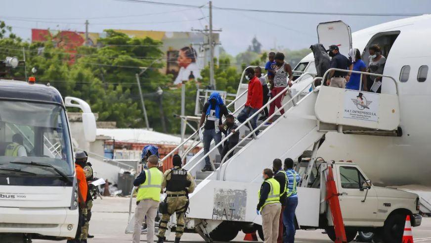 Monde: Des centaines de migrants Haïtiens expulsés par les autorités américaines vers Port-au-Prince