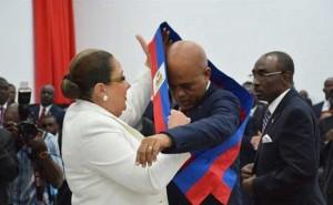 Michel Martelly: remise de l'écharpe présidentielle au président de l'Assemblée Nationale