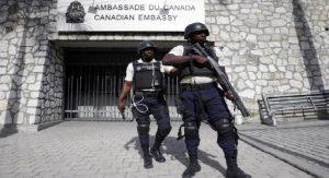 Haiti: Un employé de l'ambassade interdit au Canada après sa collaboration à une enquête