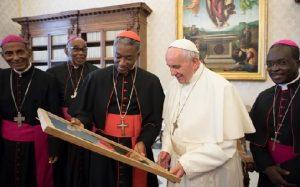Monde: Rencontre entre les membres de la conférence épiscopale haïtienne et le Pape François