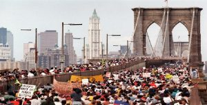 Monde: Les haïtiens à pied sur le Brooklyn Bridge comme en1990 pour protester