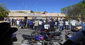 Monde: Des familles haïtiennes sous la protection des militaires dominicains par crainte des représailles populaires