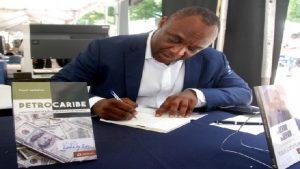 Haiti: Pétrocaribe de Youri Latortue, le livre le plus vendu à Livres en Folie