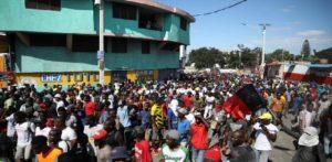 Haiti: Les manifestants dans l'incapacité d'atteindre les périmètres du Palais national ou du Parlement